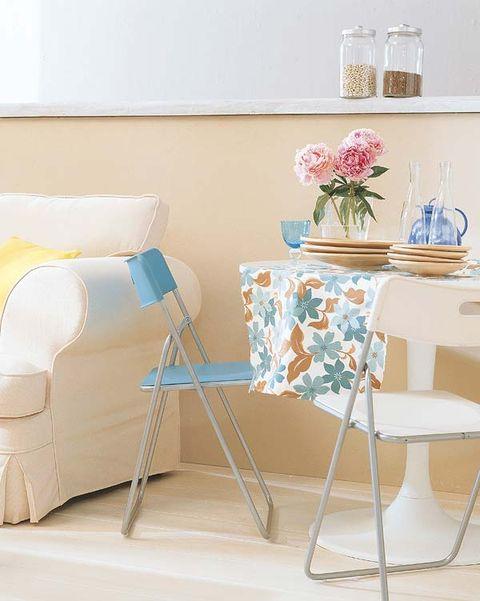 Room, Interior design, Drinkware, Serveware, Turquoise, Teal, Bouquet, Interior design, Linens, Beige,