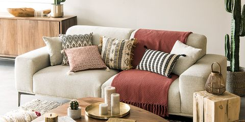Living room, Furniture, Room, Interior design, Coffee table, Couch, Table, studio couch, Home, Slipcover,