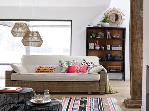 Salón con sofá de fibra