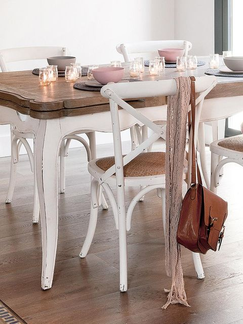 Wood, Tablecloth, Floor, Table, Room, Furniture, Flooring, Interior design, Hardwood, Linens,