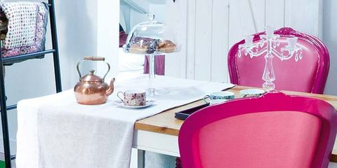 Tablecloth, Green, Furniture, Room, Textile, Interior design, Table, Chair, Linens, Magenta,