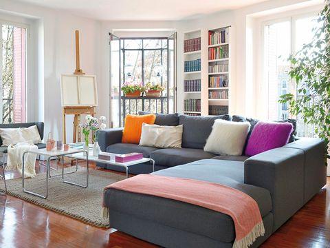 Wood, Room, Interior design, Floor, Brown, Green, Flooring, Home, Living room, Furniture,