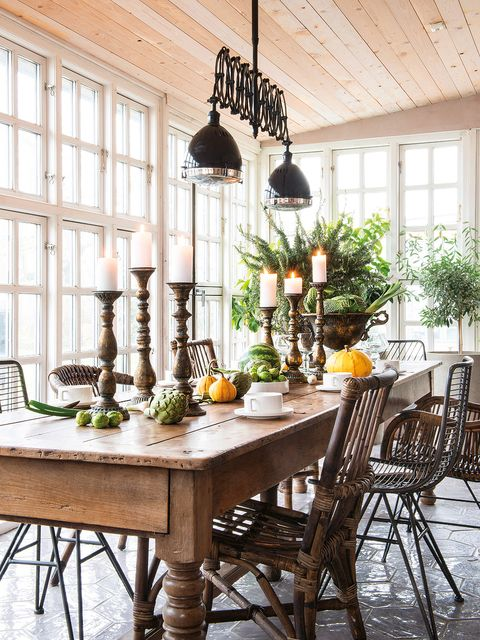 Dining room, Room, Furniture, Interior design, Table, Ceiling, Kitchen & dining room table, Lighting, Home, Building,
