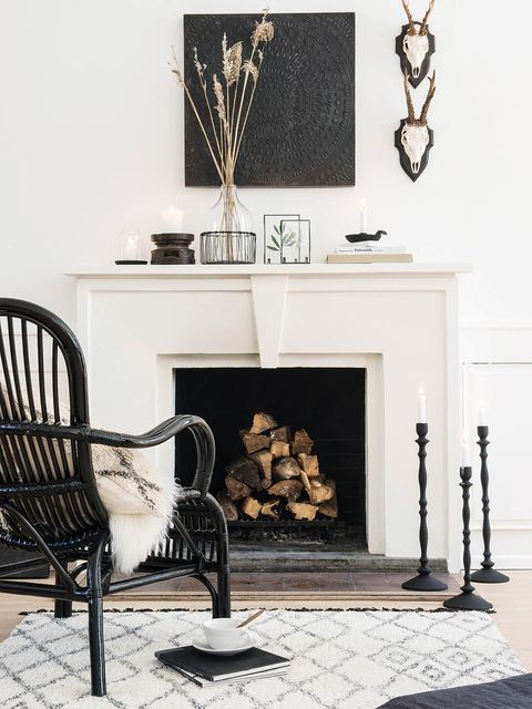 White, Room, Wall, Black, Grey, Fireplace, Material property, Natural material, Interior design, Hearth,