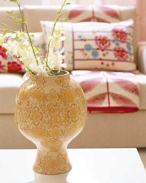 Flowerpot, Flower, Interior design, Interior design, Pillow, Throw pillow, Artifact, Vase, Bouquet, Cushion,
