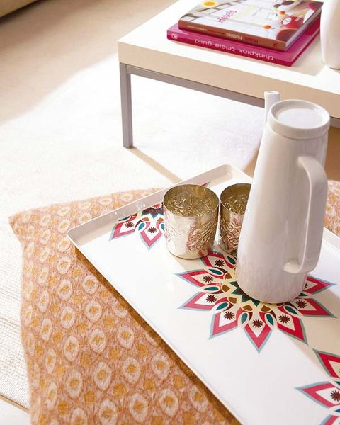 Serveware, Tablecloth, Home accessories, Linens, Dishware, Salt and pepper shakers, Bread, Paper towel, Ceramic, Pitcher,