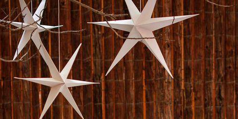 Wood, Interior design, Serveware, Flowerpot, Home accessories, Tablecloth, Porcelain, Star, Basket, Dishware,