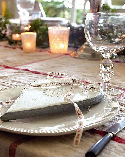 Glass, Dishware, Stemware, Drinkware, Serveware, Tableware, Knife, Tablecloth, Home accessories, Barware,