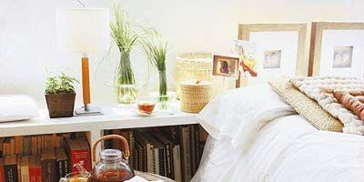 Flowerpot, Room, Property, Interior design, Bedding, Bed, Linens, Bedroom, Home, Bed sheet,