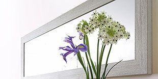 Petal, Flower, Room, Serveware, Bouquet, Interior design, Artifact, Vase, Cut flowers, Flowering plant,