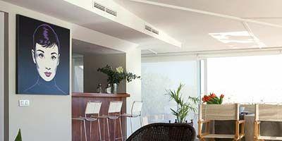 Wood, Floor, Room, Interior design, Hardwood, Ceiling, Furniture, Flower, Flooring, Chair,
