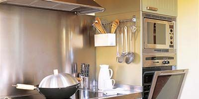 Room, Property, Kitchen, Kitchen appliance, Ceiling, Major appliance, Grey, Cabinetry, Cookware and bakeware, Light fixture,