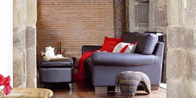 Interior design, Room, Wood, Property, Living room, Home, Floor, Furniture, Serveware, Dishware,