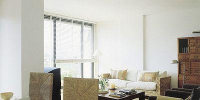 Serveware, Room, Interior design, Wood, Floor, Table, Flooring, Furniture, Dishware, Wall,