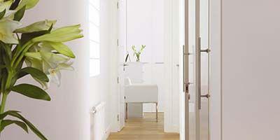 C mo soluciono un pasillo largo y estrecho - Como decorar un pasillo estrecho ...