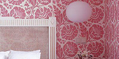 Room, Bed, Interior design, Textile, Wall, Bedroom, Bedding, Furniture, Pink, Linens,