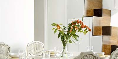 Room, Furniture, Interior design, Table, Flower, Dining room, Wall, Petal, Tablecloth, Chair,