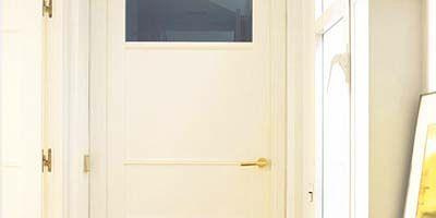 Door, Wall, Home door, Handle, Fixture, Door handle, Paint, Wood stain, Household hardware, Molding,