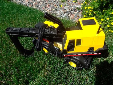 Grass, Toy, Toy vehicle, Machine, Radio-controlled toy, Lego, Scale model, Aircraft,