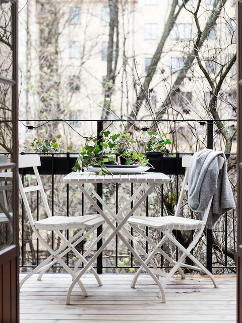 Wood, Table, Hardwood, Twig, Flowerpot, Outdoor table, Wood stain, Backyard, Deck, Plank,