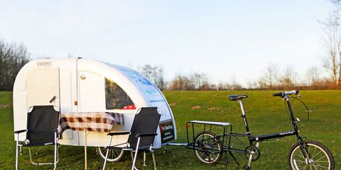 Bicycle accessory, Vehicle, Bicycle, Bicycle trailer, Trailer, Recreation, Leisure, Travel trailer, Grass, RV,