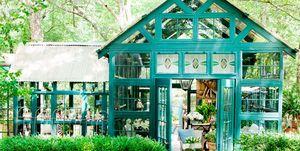 Caseta en el jardín