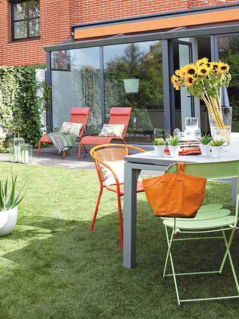 Furniture, Table, Outdoor furniture, Chair, Orange, Outdoor table, Flowerpot, Cut flowers, Flower Arranging, Bouquet,