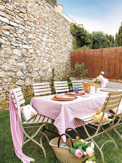Tablecloth, Property, Table, Pink, Grass, Chair, Furniture, Cottage, House, Backyard,