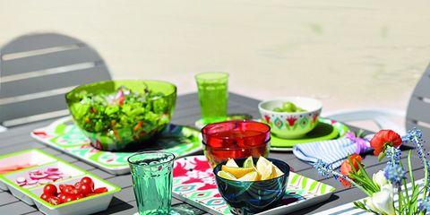 Tablecloth, Serveware, Dishware, Linens, Tableware, Home accessories, Cut flowers, Garnish, Flower Arranging, Centrepiece,