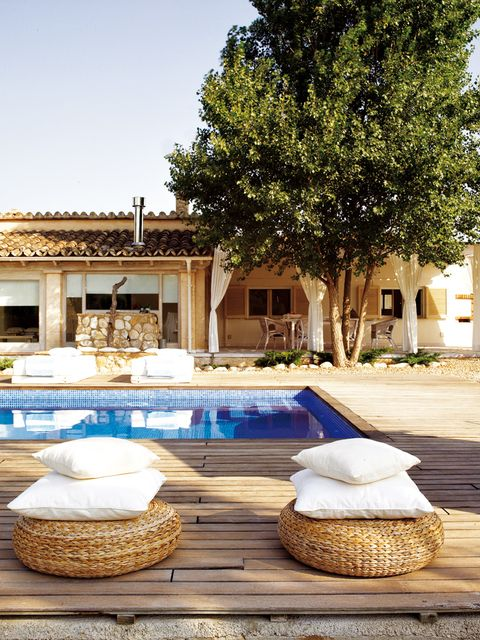 Real estate, Home accessories, Shade, Courtyard, Villa, Wicker, Hacienda, Tile, Yard, Water feature,