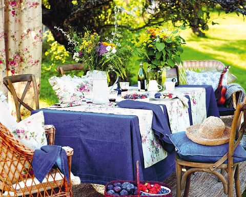 Tablecloth, Petal, Textile, Table, Furniture, Linens, Purple, Lavender, Home accessories, Garden,