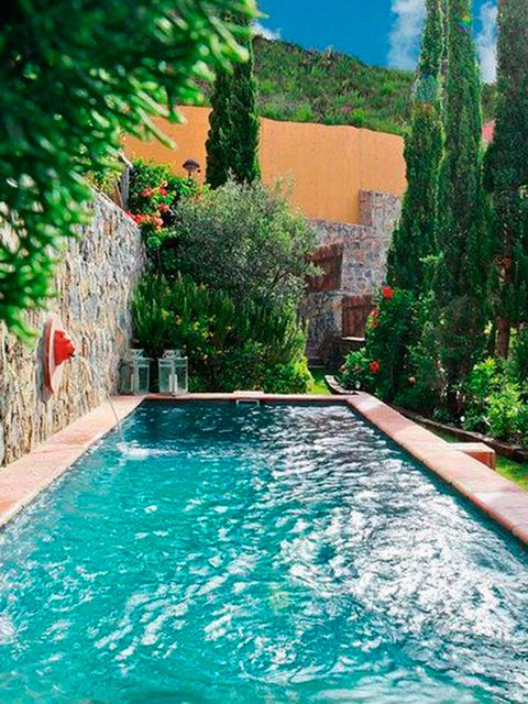 33 jardines con piscinas de ensue o for Diseno futurista para un jardin con piscina