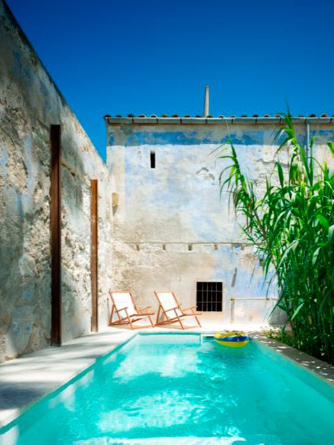 33 jardines con piscinas de ensue o for Fotos de casas bonitas con piscina