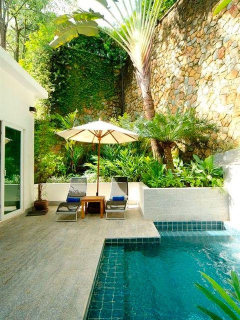 33 jardines con piscinas de ensue o for Medidas de una piscina para una casa