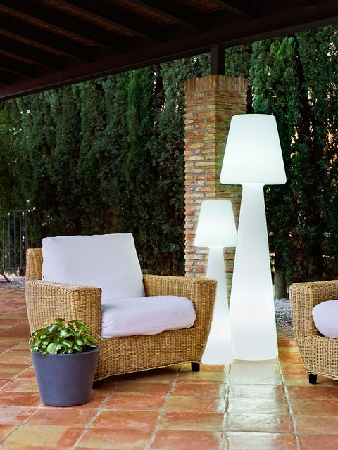 Wood, Flowerpot, Hardwood, Design, Outdoor furniture, Shade, Pillow, Armrest, Outdoor sofa, Houseplant,