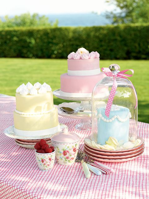 Sweetness, Serveware, Party supply, Dishware, Cuisine, Food, Dessert, Ingredient, Pink, Cake,