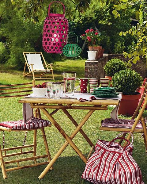 Textile, Flowerpot, Table, Furniture, Outdoor furniture, Outdoor table, Garden, Linens, Home accessories, Bag,