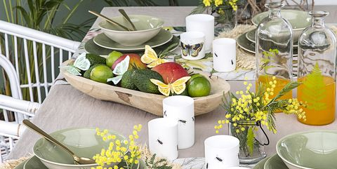 Yellow, Flowerpot, Cut flowers, Flower, Table, Plant, Room, Floristry, Houseplant, Interior design,