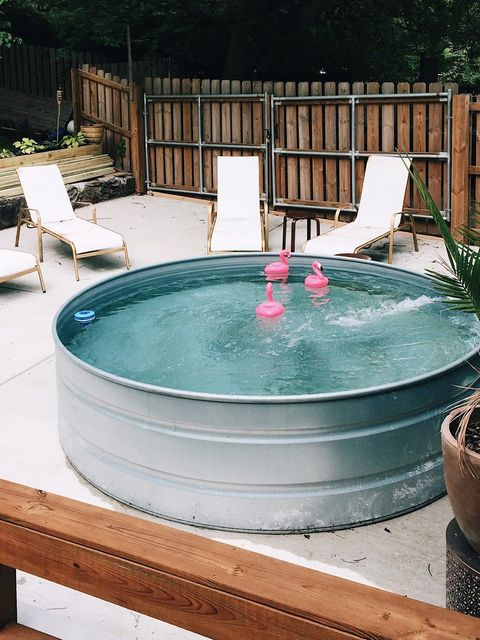 Jacuzzi, Swimming pool, Jacuzzi, Property, Backyard, Leisure, Water, Yard, Composite material, Thermal bath,