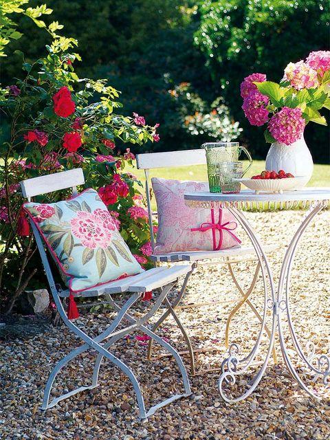 Plant, Petal, Flower, Shrub, Garden, Flowerpot, Lavender, Cut flowers, Centrepiece, Vase,