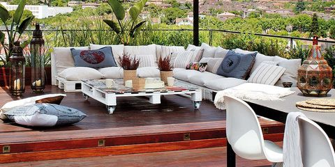 Outdoor furniture, Furniture, Flowerpot, Flooring, Couch, Wood flooring, Hardwood, Home, Outdoor table, Coffee table,