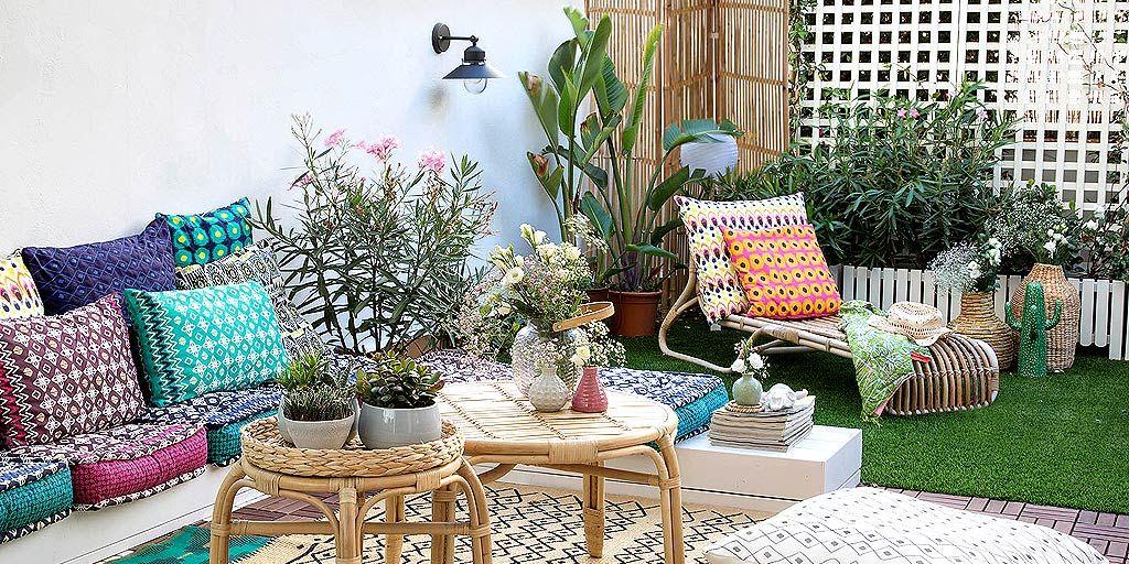 Una terraza decorada con encanto boho chic for Amazon muebles terraza