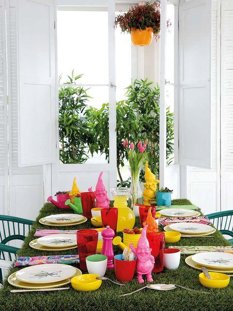 Yellow, Dishware, Furniture, Serveware, Table, Tableware, Petal, Orange, Fixture, Centrepiece,