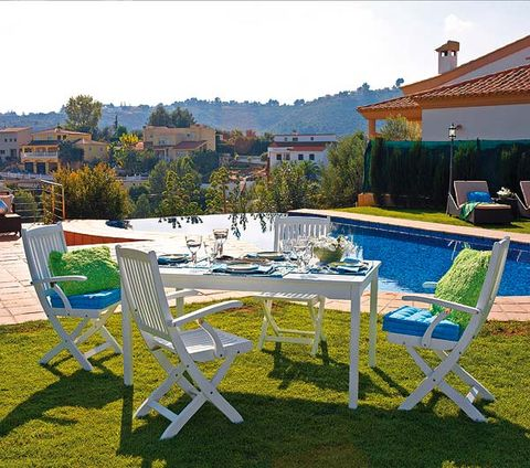 Property, Furniture, Outdoor furniture, Swimming pool, Chair, Real estate, Resort, Outdoor table, Shade, Villa,