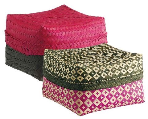 Magenta, Costume accessory, Violet, Home accessories, Rectangle, Wicker, Woolen, Thread, Cushion,
