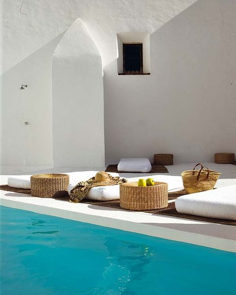 Property, Wall, Fluid, Swimming pool, Aqua, Azure, Turquoise, Water feature, Resort town, Tile,