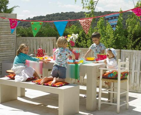 Sharing, Outdoor table, Outdoor furniture, Party, Selling, Box, Flag, Fence, Home fencing, Trade,