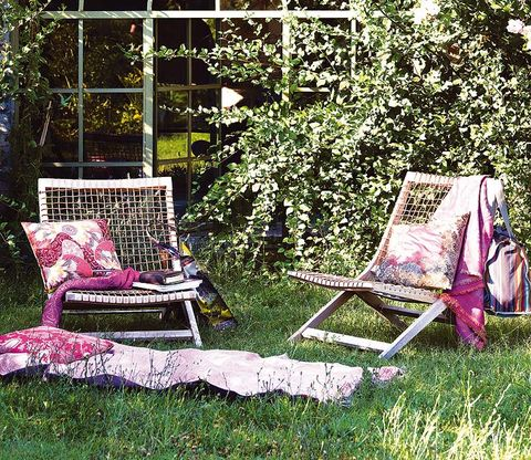 Folding chair, Furniture, Outdoor furniture, Magenta, Garden, Armrest, Yard, Backyard,