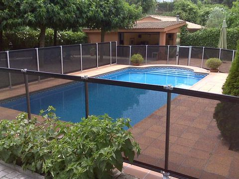 Swimming pool, Plant, Property, Real estate, Shade, Composite material, Rectangle, Tile, Resort, Yard,