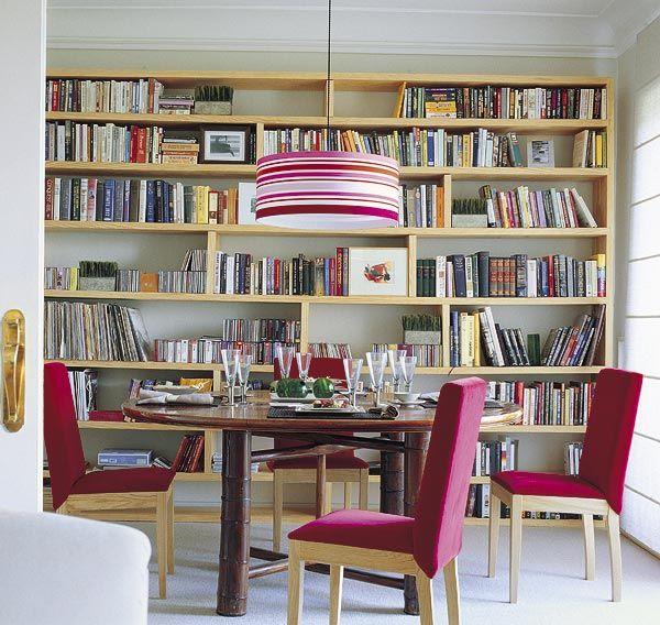 Librerías integradas en la zona de comedor